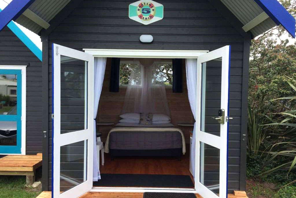 Queen Boatshed Cabin